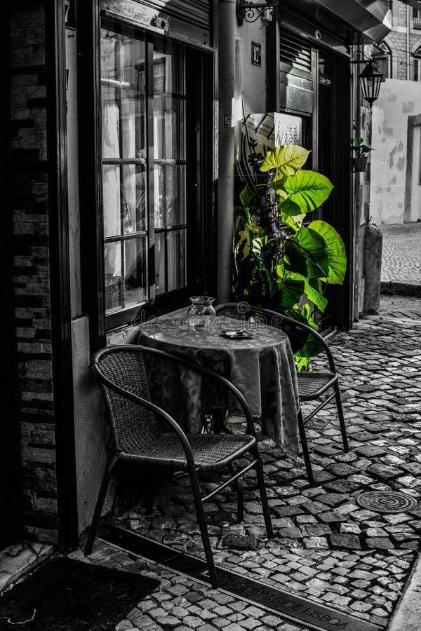 Vie di Lisbona Caffè immagini stock