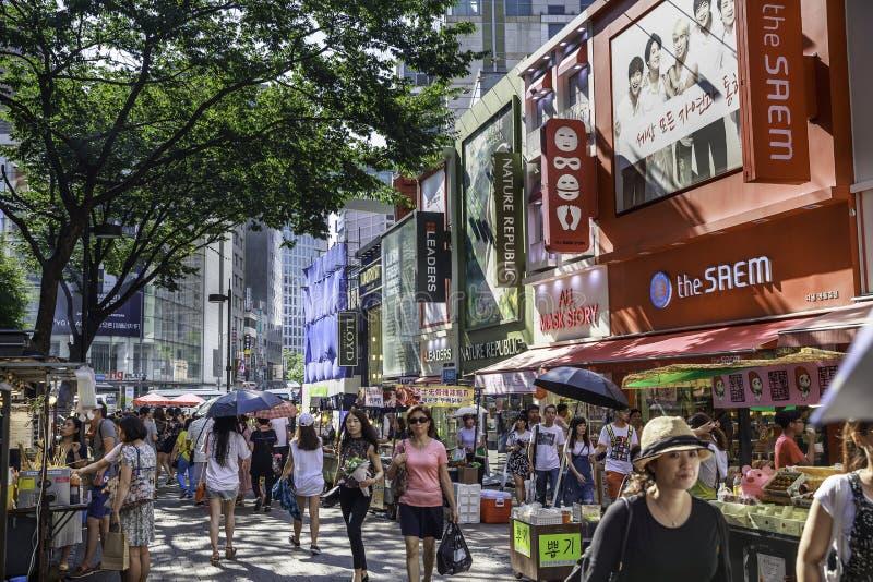 Vie di Myeongdong a Seoul fotografia stock