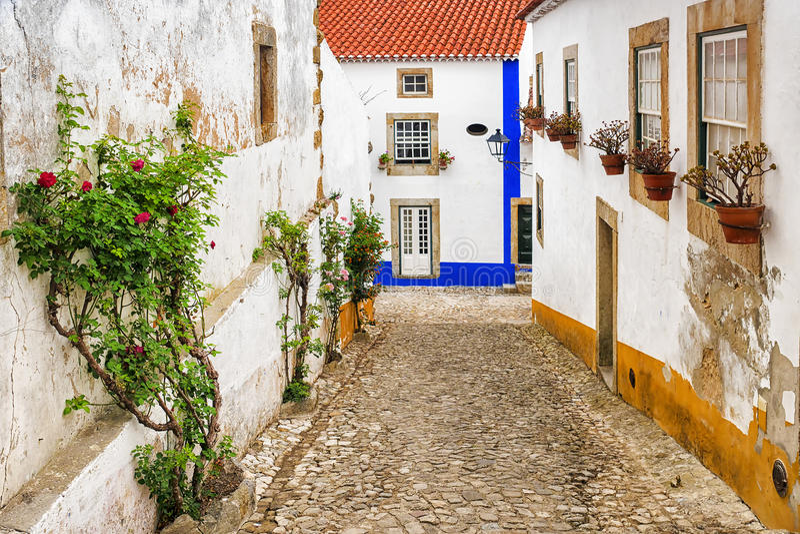 Vie di vecchia città di Obidos, Portogallo immagine stock