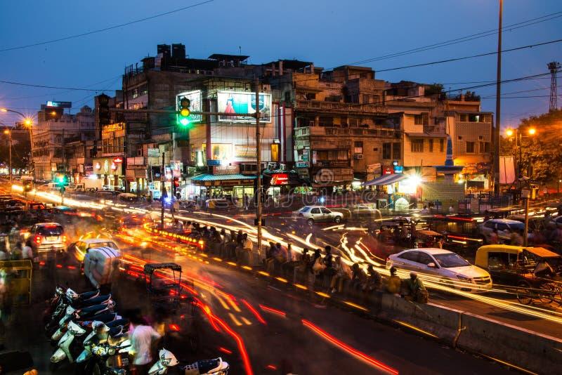 Vie nocturne au centre de la ville de Delhi images stock
