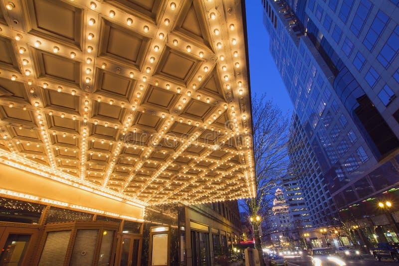 Vie nocturne du centre de secteur de divertissement de Portland Broadway photographie stock libre de droits