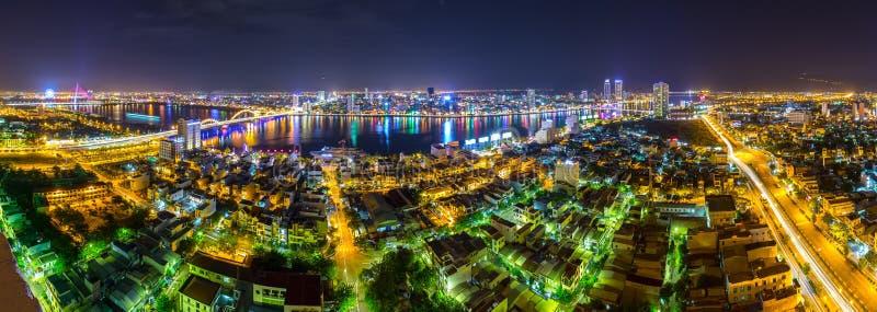 Vie nocturne panoramique de ville de Danang images libres de droits