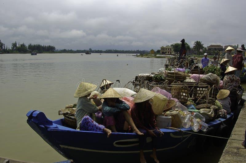 Vie quotidienne le long du Mekong photos stock