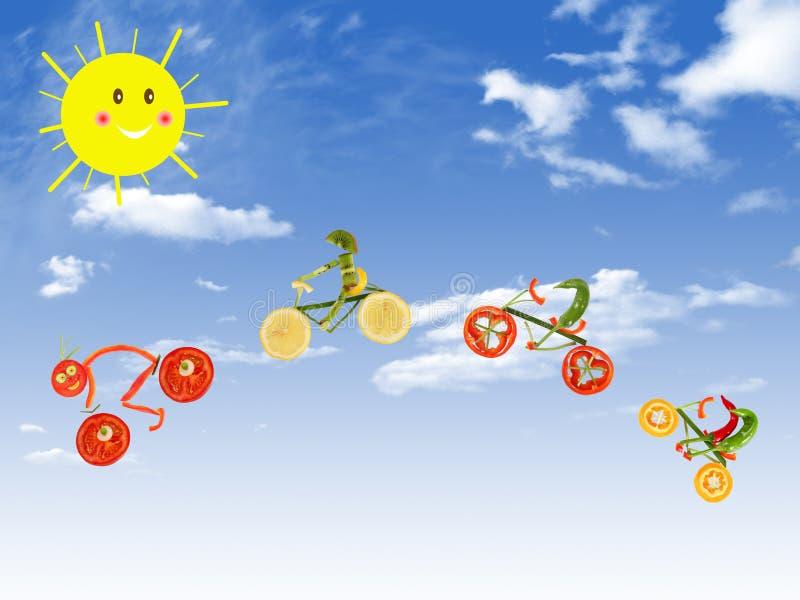Vie saine, visite de bicyclette sur le fond de ciel bleu illustration de vecteur