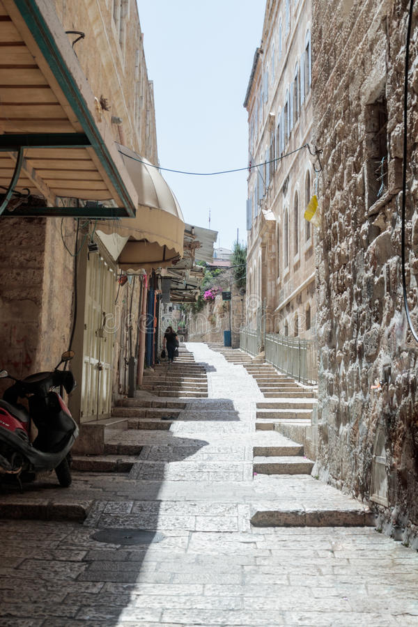 Vie silenziose nella vecchia città di Gerusalemme, Israele Punti sopra tramite via di Dolorosa fotografie stock libere da diritti