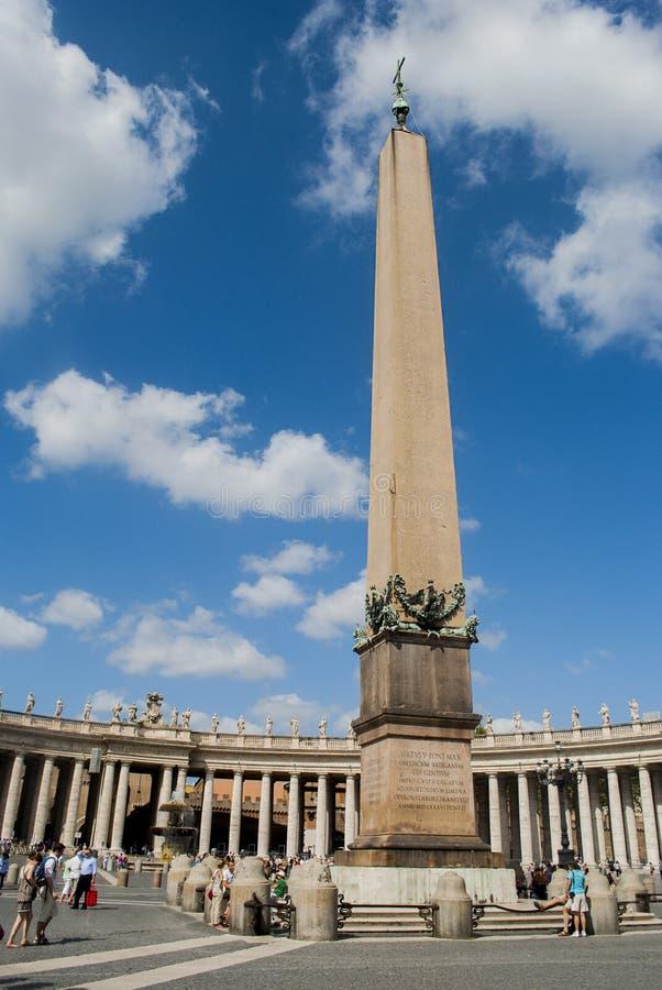 Vief do obelisco de St Peter Square, Vaticano imagem de stock