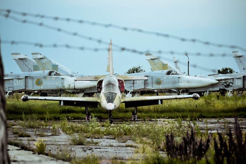 Download Vieil Aérodrome, Bila Tserkva, Ukraine Le 7 Juillet 2013 : - Vieux Avions Sur L'aérodrome Envahi Photo éditorial - Image du avion, rouillé: 76078001