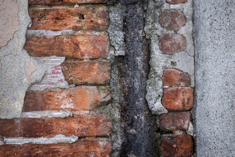Vieil abrégé sur mur de briques photos libres de droits