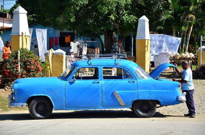 Vieil Américain Chevrolet dans Iznaga, Cuba images stock