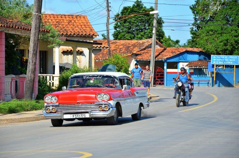 Vieil Américain Chevrolet dans Vinales photos stock