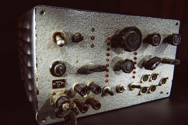 Vieil amplificateur à transistors fait main image stock