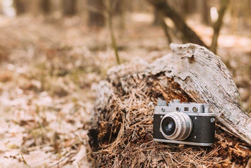 Vieil appareil-photo de télémètre de De petite taille-format de vintage, 1950-1960s photos libres de droits