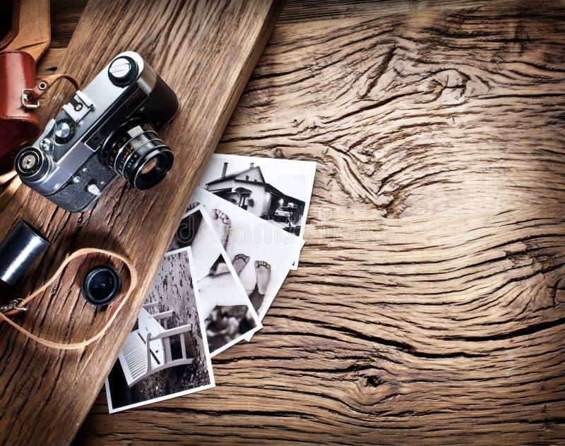 Vieil appareil-photo de télémètre et photos noires et blanches photos stock