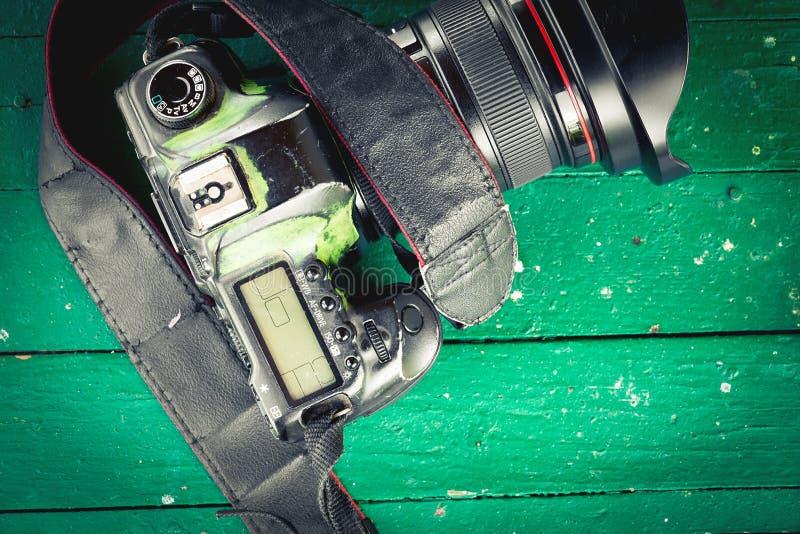 Download Vieil appareil-photo porté photo stock. Image du mauvais - 76078874