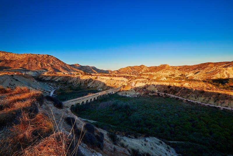 Vieil aqueduc dans les montagnes près de Pantà BIC d'Elx Alicante l'espagne image stock