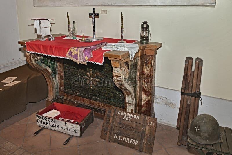 Vieil autel et ensemble américain d'aumônier images stock