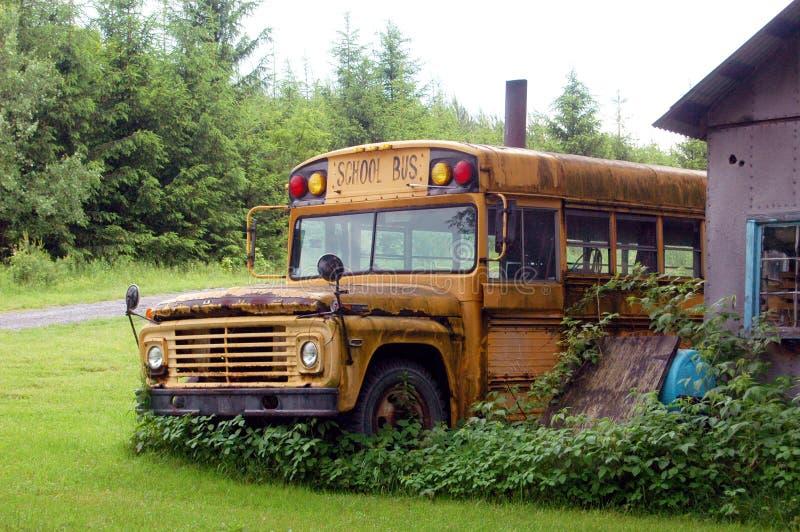 Vieil autobus scolaire image stock