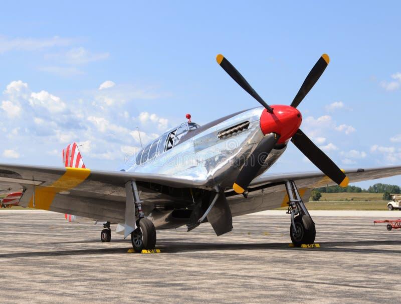 Vieil avion de chasseur image stock