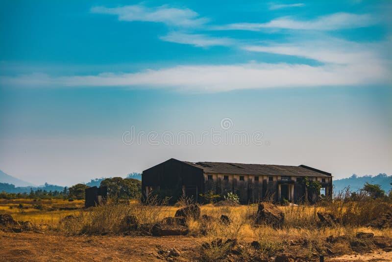 Vieil entrepôt de ruine image stock