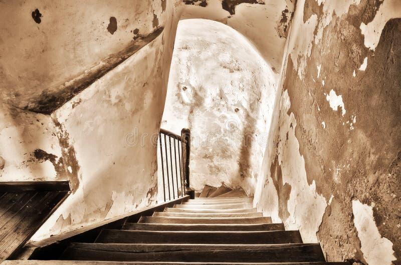 Vieil escalier en bois photos libres de droits