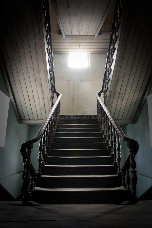 vieil escalier en bois avec la lumi re du soleil photo stock image du d cor baroque 16326060. Black Bedroom Furniture Sets. Home Design Ideas