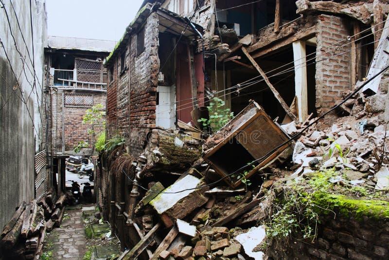 Vieil extérieur de construction dans le Wada chez Pune, Inde photos stock