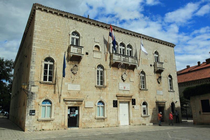 Vieil hôtel de ville dans Trogir photo stock