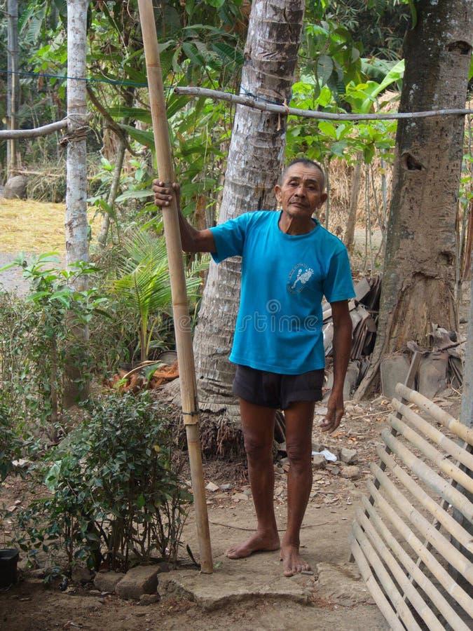 Vieil homme de Javanese local dans le village près de Yogyakarta Voyage dedans image libre de droits