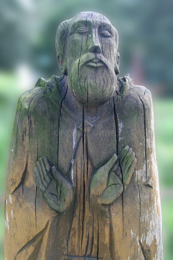 Vieil Homme De Prière En Bois Image stock