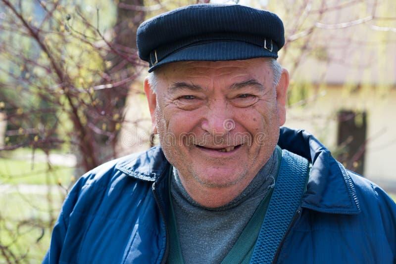 Vieil homme de sourire photo libre de droits