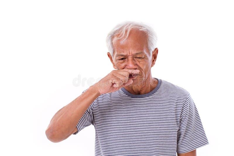 Vieil homme malade, écoulement nasal photo libre de droits