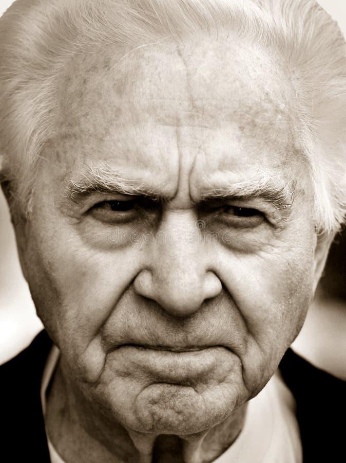 Vieil homme malheureux photos stock