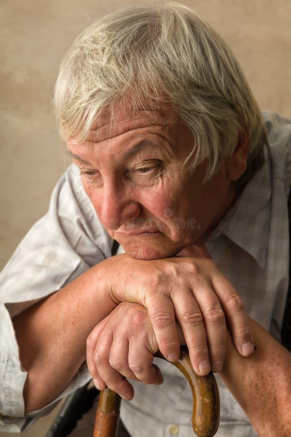 Vieil homme seul photographie stock libre de droits