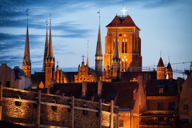 Vieil horizon de ville de Danzig au crépuscule photos stock