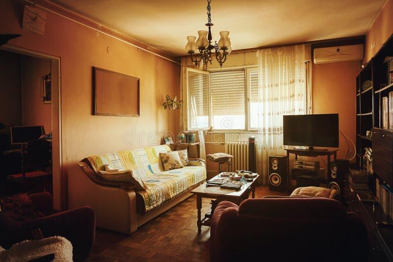 Vieil intérieur de salon image stock