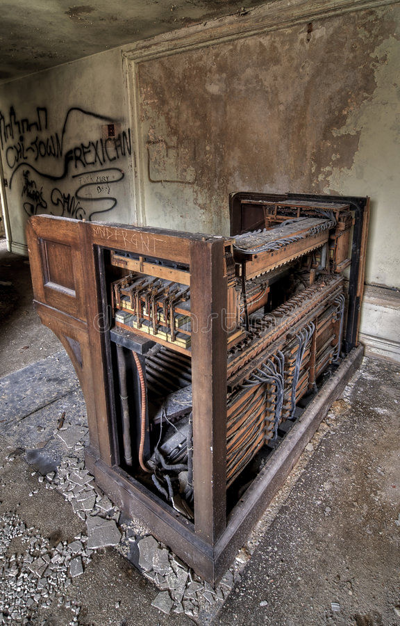 Download Vieil organe de pipe image stock. Image du inside, peinture - 8669249
