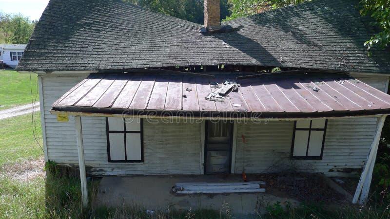 Vieil s'effondrer de maison photos stock