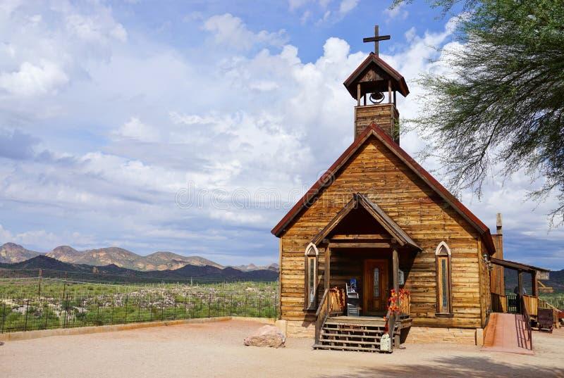 Vieille église à la ville fantôme de terrain aurifère en Arizona photographie stock libre de droits