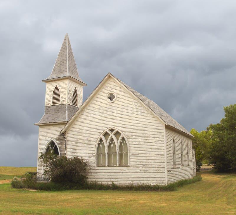 Vieille église abandonnée de prairie photographie stock libre de droits