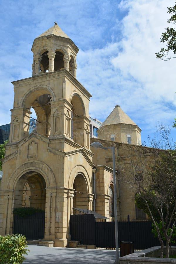 Vieille église arménienne dans la ville de Bakou images stock