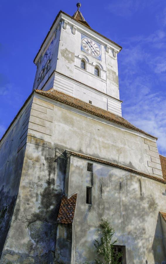 Vieille église avec la tour d'horloge, architecture de la Transylvanie image libre de droits