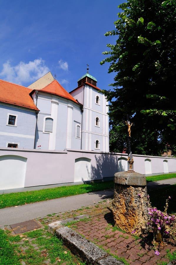Vieille église catholique et monastère en Croatie images libres de droits