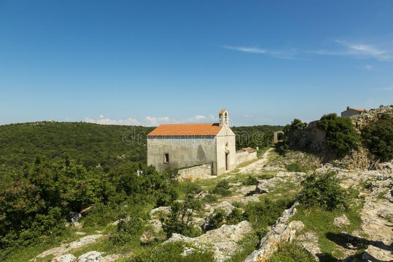 Vieille église chez Lubenice à l'île Cres en Croatie image libre de droits