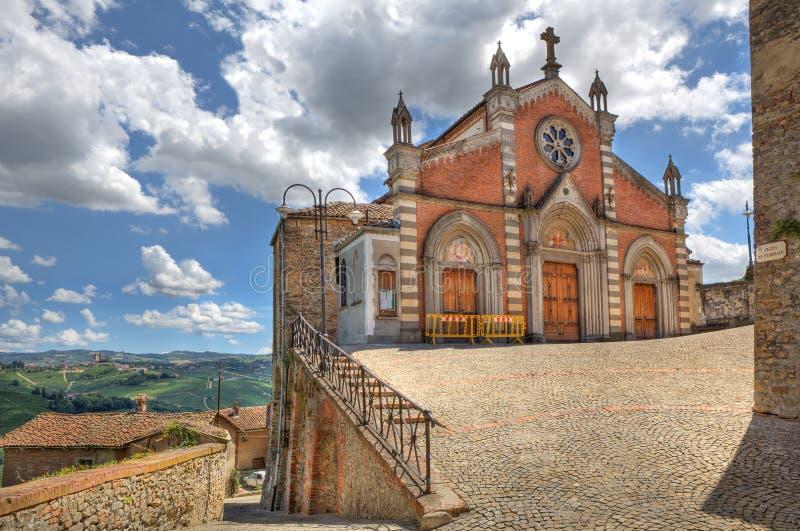 Vieille église dans Castiglione Falletto, Italie. photo stock