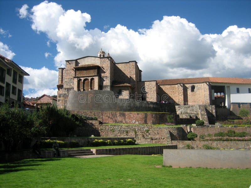 Vieille église dans Cusco, Pérou un jour lumineux d'été image stock