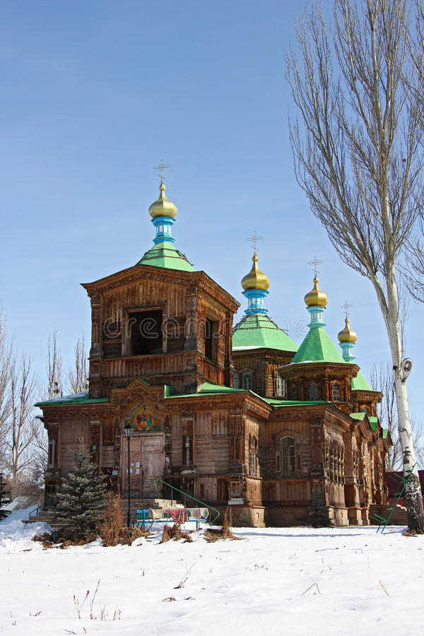Vieille église en bois dans Karakol, vue de côté photos libres de droits