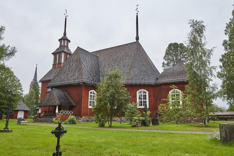 Vieille église en bois rouge traditionnelle de Keuruu Héritage de la Finlande images stock