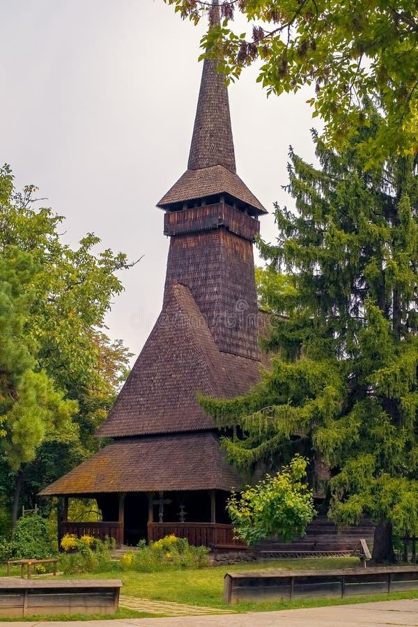 Vieille église en bois roumaine images libres de droits