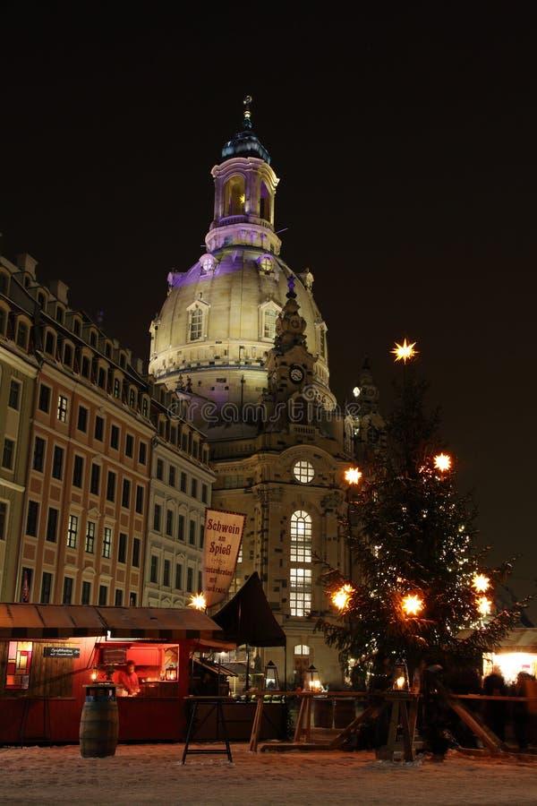 Vieille église Frauenkirche à Dresde pendant le Noël image stock