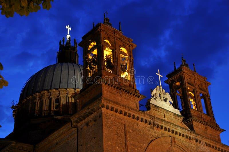 Vieille église italienne dans Dogliani photographie stock